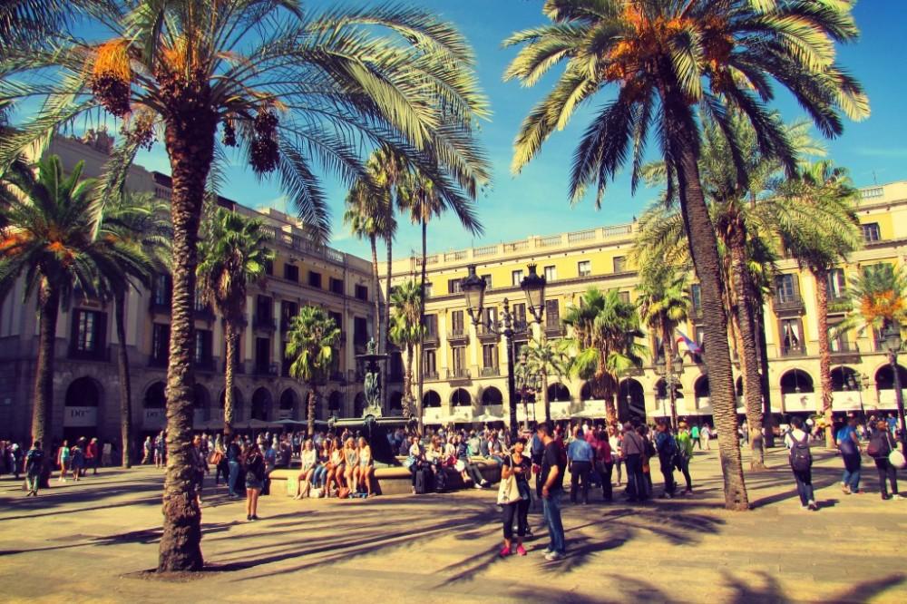 Placa-Reial-Gothic-Quarter-Barcelona-1024x682.jpg